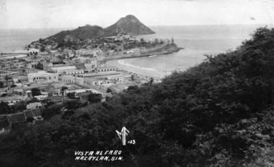Vista al faro en Mazatlán, tarjeta postal