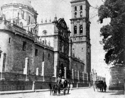 """""""Catedral [de] Puebla"""", exterior, vista lateral"""