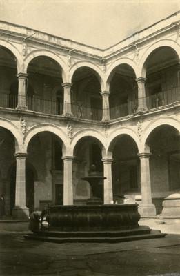 Colegio de San Pantaleón, patio interior