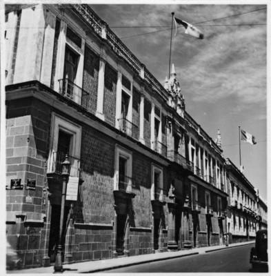 Colegio de San Pantaleón, fachada, vista lateral