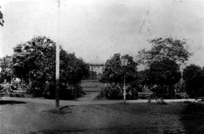 Kiosco en un parque, vista general