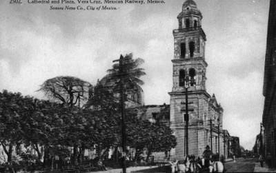Vista lateral de la Plaza y la Catedral de Veracruz, tarjeta postal