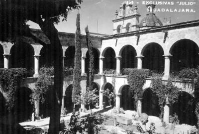 Claustro de convento en Guadalajara, tarjeta postal