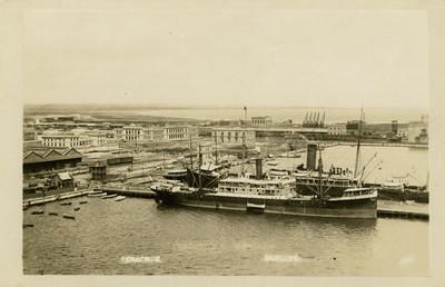 Vista general de muelle en el Puerto de Veracruz, tarjeta postal