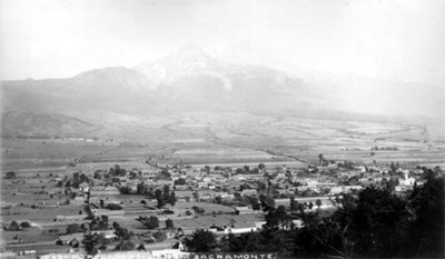 """Volcán Popocatépel visto desde el santuario de Sacromonte, """"Popocatepetl from Sacromonte"""""""
