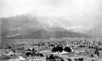 """Volcán Iztaccíhuatl visto a partir de Sacromonte """"Ixtacchihuatl [sic] from Sacromonte"""""""