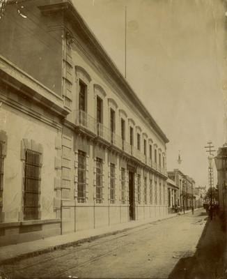 Escuela Normal, fachada, vista lateral