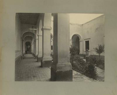 """Hospicio [Cabañas], interior"". Vista de un pasillo"