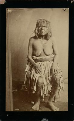 """India de la California"" con pecho descubierto, retrato"