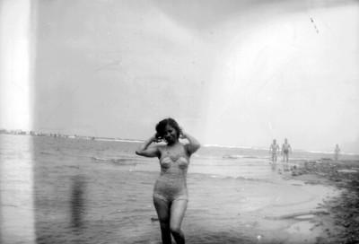 Mujer en traje de baño, retrato