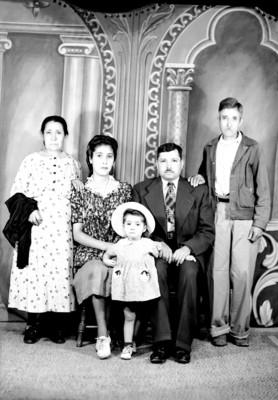 Familia de clase media-alta, retrato