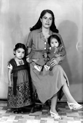 Mamá con hijos, retrato de grupo