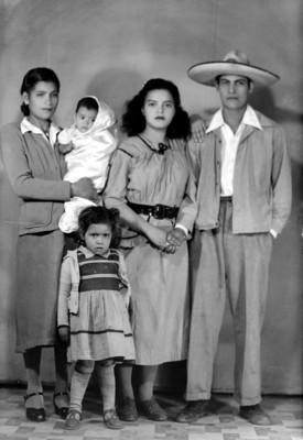 Familia con dos hijos, retrato