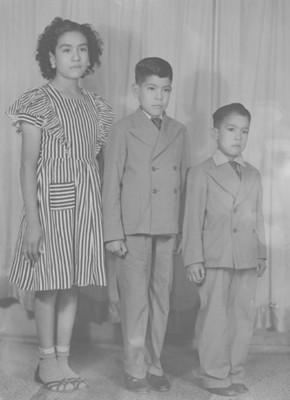 Tres hermanos, retrato de grupo
