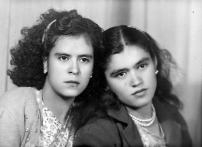 Dos mujeres de pelo chino, retrato de busto