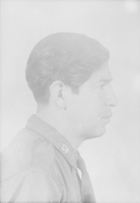 Conscripto de perfil, retrato de busto