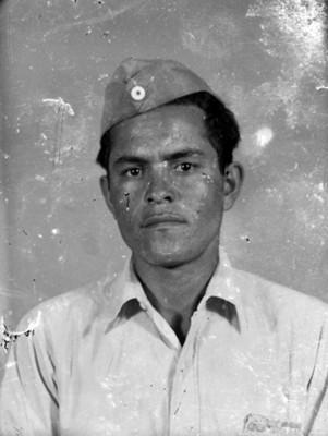 Conscripto con bigote, retrato de busto