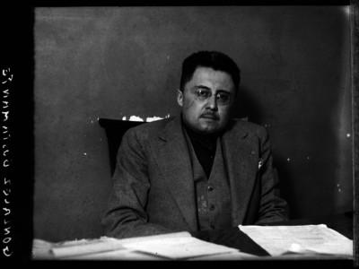 Juan José González, Juez penalista, en una oficina, retrato
