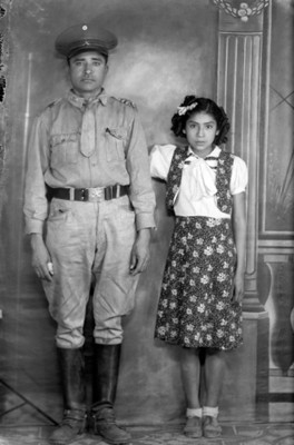 Militar junto a su hija, retrato