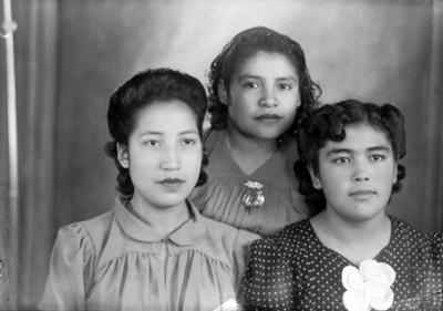 Hermanas adolescentes, retrato de grupo
