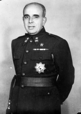Militar con condecoraciones, retrato