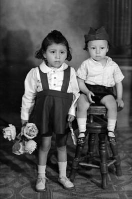Pareja de niños niña y niño, retrato