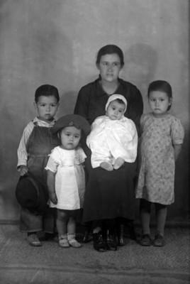 Madre e hijos, clase baja, retrato