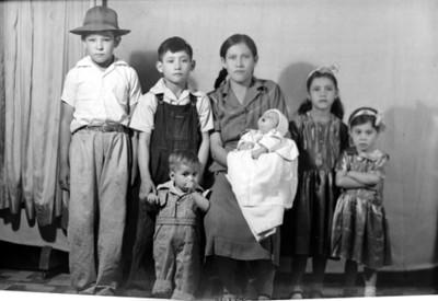 Madre, hijos e hijas, retrato