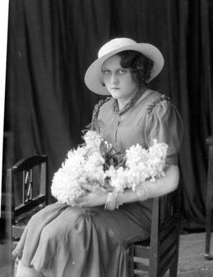 Mujer sentada de clase alta, retrato