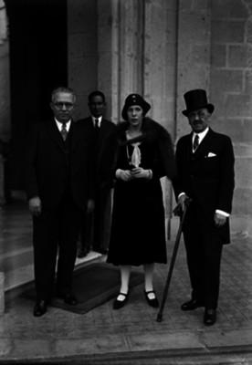 Vizconde Gracia Real ministro de España y Sra. al salir de Chapultepec, retrato de grupo