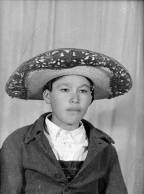Adolescente con sombrero, retrato