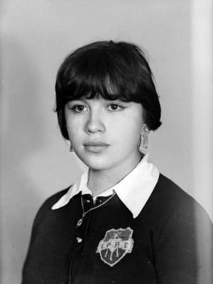 Mujer adolescente de clase media, retrato