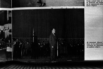 Manuel Harrera y Lasso pronunciando un discurso durante una ceremonia