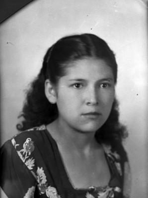 Mujer adolescente de clase media, 3/4, retrato