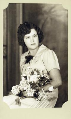 Mujer sentada clase media, retrato