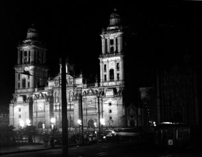 Vida cotidiana en los alrededores de la Catedral Metropolitana