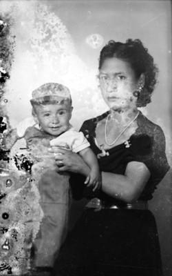 Mujer con niño de clase media, retrato