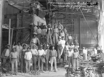 """Trabajadores del """"Departamento de calderas"""" en el """"ingenio de Zacatepec"""""""