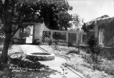 """Jardín de la """"Casa de Maximiliano"""", vista parcial"""