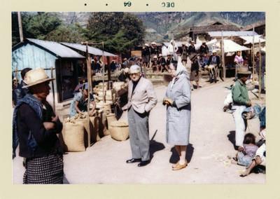 Felipe Teixidor en un mercado