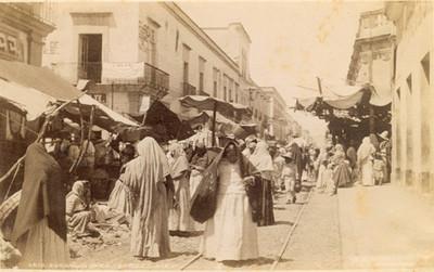 "Vida cotidiana en una calle, ""6410. Guadalajara. Street view"""