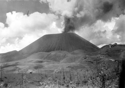 Volcán Paricutín en erupción