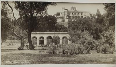 Vista lateral del Castillo de Chapultepec