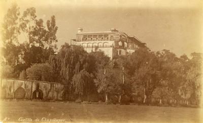 """""""Castillo de Chapultepec"""" y acueducto, vista parcial"""