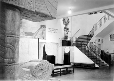 Vista de sala de exhibición con reproducciones arqueológicas de Chichen Itzá