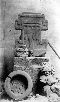 """Esculturas de mexicas, teotihuacanas y zapotecas en exhibición, """"Aztec Antiquities"""""""