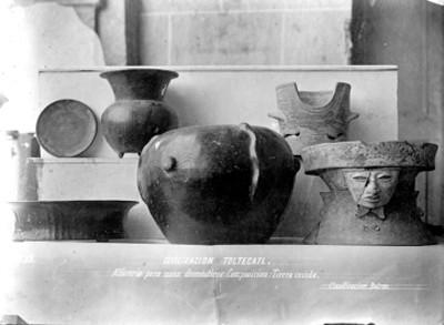 Brasero y vasijas teotihuacanas