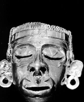 Mascarilla de oro con la representación del dios Xipe Tótec
