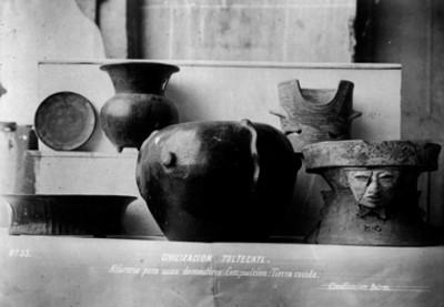 Brasero con rostro humano y vasijas teotihuacanas