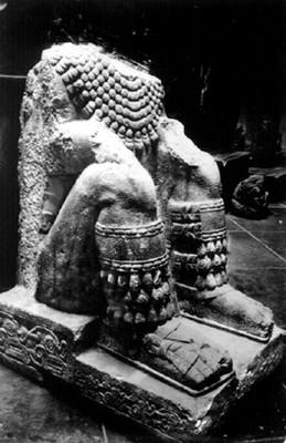 Porta estandarte antropomorfo sedente, cultura mexica